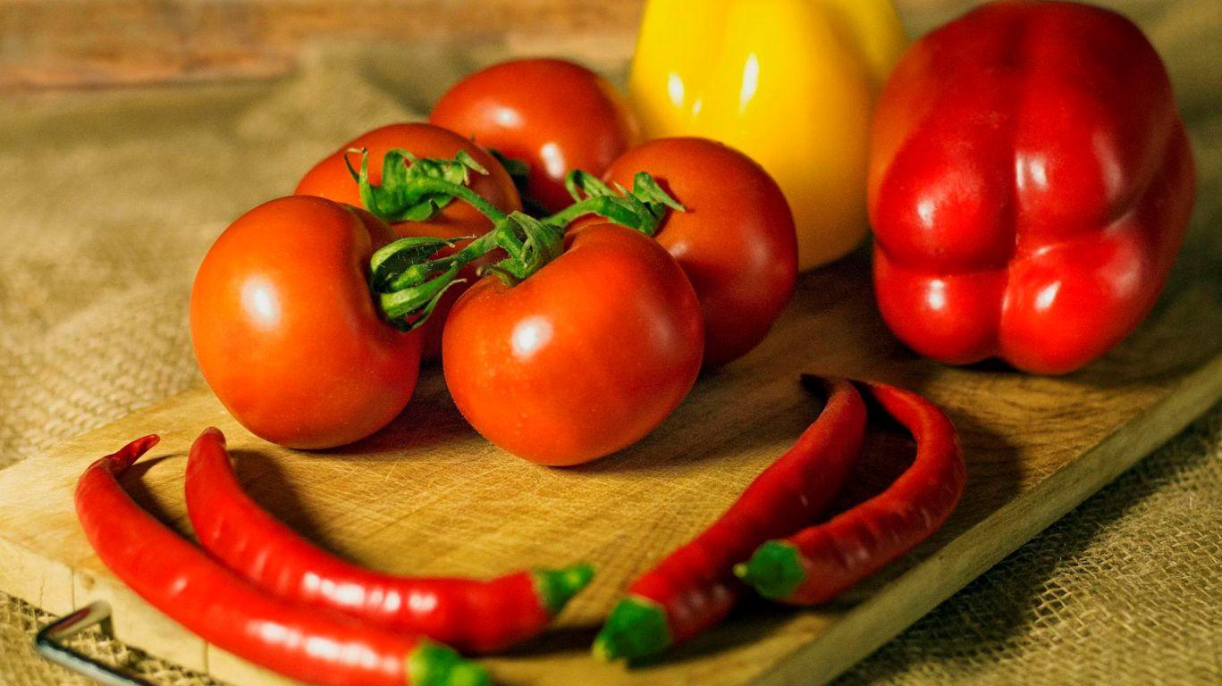 Лучшие подкормки для саженцев томатов и перца: подробный сборник лучших удобрений и советы для богатого урожая в одном месте