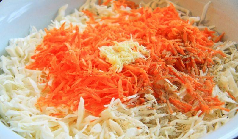 Маринованная капуста на зиму в банках: 10 лучших рецептов очень вкусной капусты