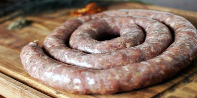 Как приготовить домашнюю колбасу: 6 отличных рецептов