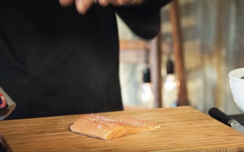 Как запечь горбушу с кабачками