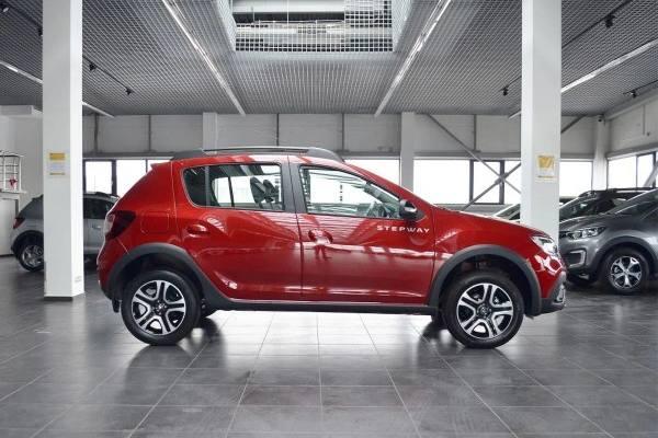 Renault Sandero Stepway 2021 красный боковой обвес