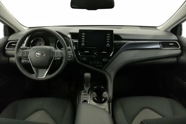 Toyota Camry 2021 торпедо и управление