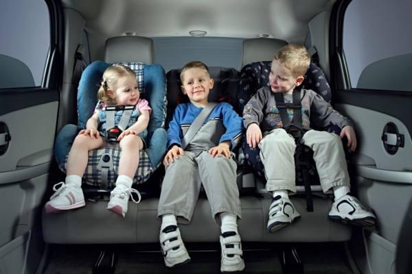 правила перевозки детей в автомобиле 2021